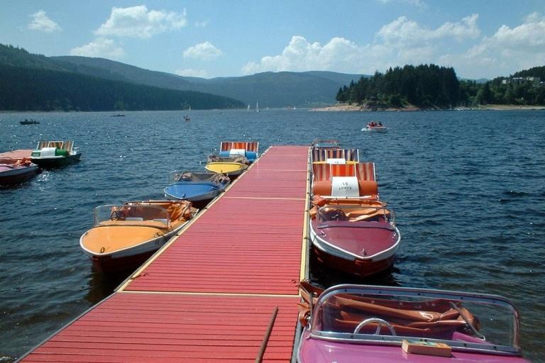 Boote auf dem Schluchsee am Steg ©HTG